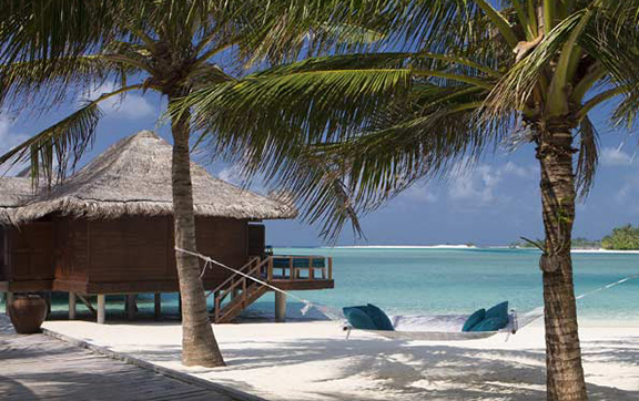 anantara_veli_maldives_superior_over_water_bungalow_ext