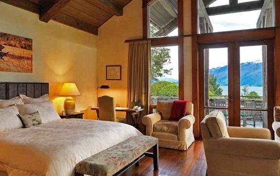 luxury-travel-accommodation-blanket-bay-queesntown-new-zelaand-room-bedroom