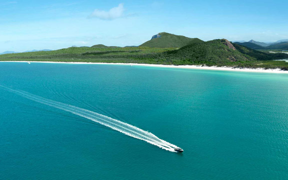 activities-atomic-aerial-shot-whitehaven-beach-qualia