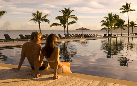 Hilton-Fiji-Beach-Resort-and-Spa-couple-by-pool