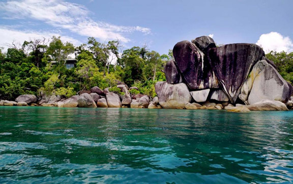 graite-boulders-and-turquoise-water