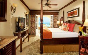 Carlyle Oceanview Penthouse Petite Suite