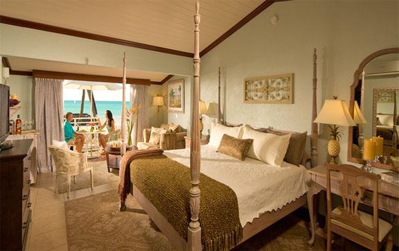 Caribbean Beachfront Grande Luxe Club Level Room