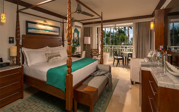 Crystal Lagoon Club Level Luxury Suite with Balcony Tranquility Soaking Tub
