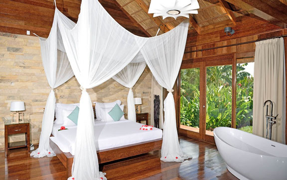 royal-villa-with-jacuzzi-bedroom