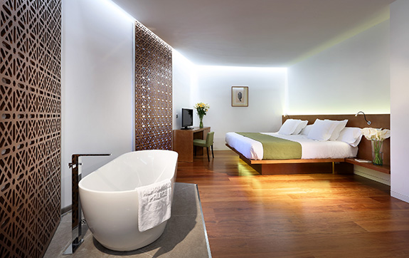 hotel-alhambra-palace-deluxe-superior-room