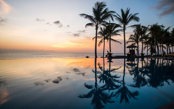The-Legian-Bali-Infinity-Pool-and-Beach
