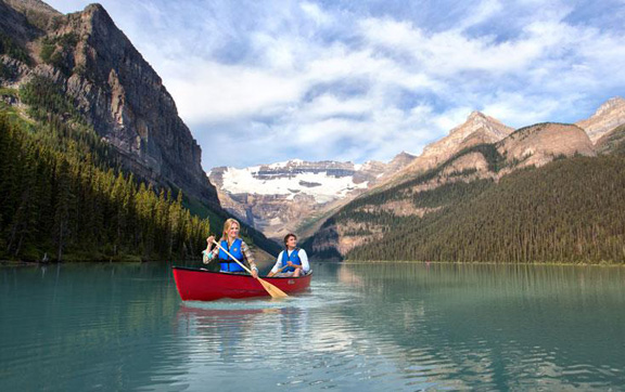 Fairmont-Chateau-Lake-Louise-Canada-Canoeing-Stunning-View
