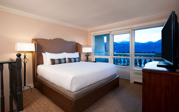 Fairmont-Chateau-Lake-Louise-Canada-Interior-Bedroom-Suite