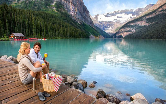 Fairmont-Chateau-Lake-Louise-Canada-Picnic-Stunning-View
