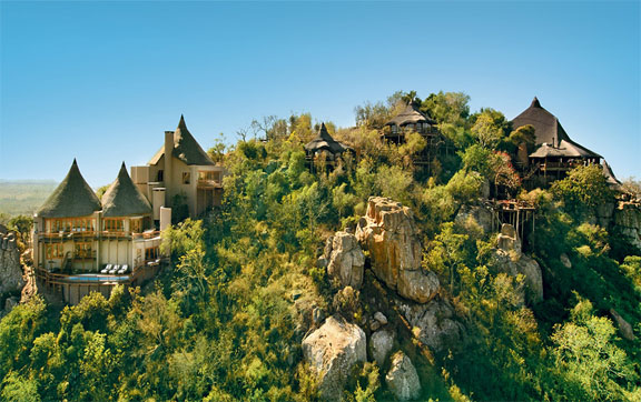Ulusaba-Lodge-South-Africa-Exteruir-of-Lodges-on-the-Mountain-Cliff