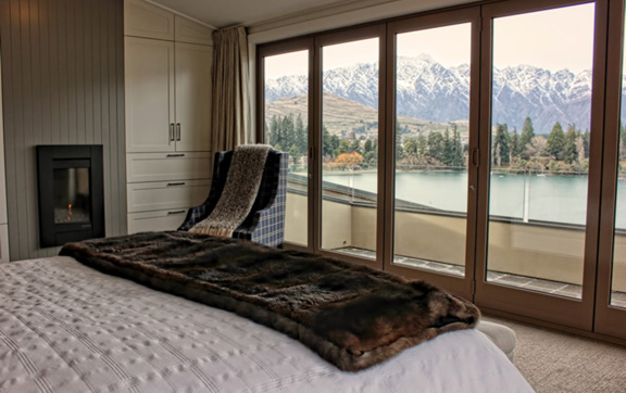 luxury-travel-accommodation-leichardts-private-hotel-queenstown-new-zealand-room-and-stuning-view
