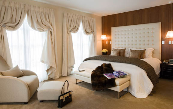 luxury-travel-accommodation-sofitel-queenstown-new-zealand-interior-bedroom-of-suite