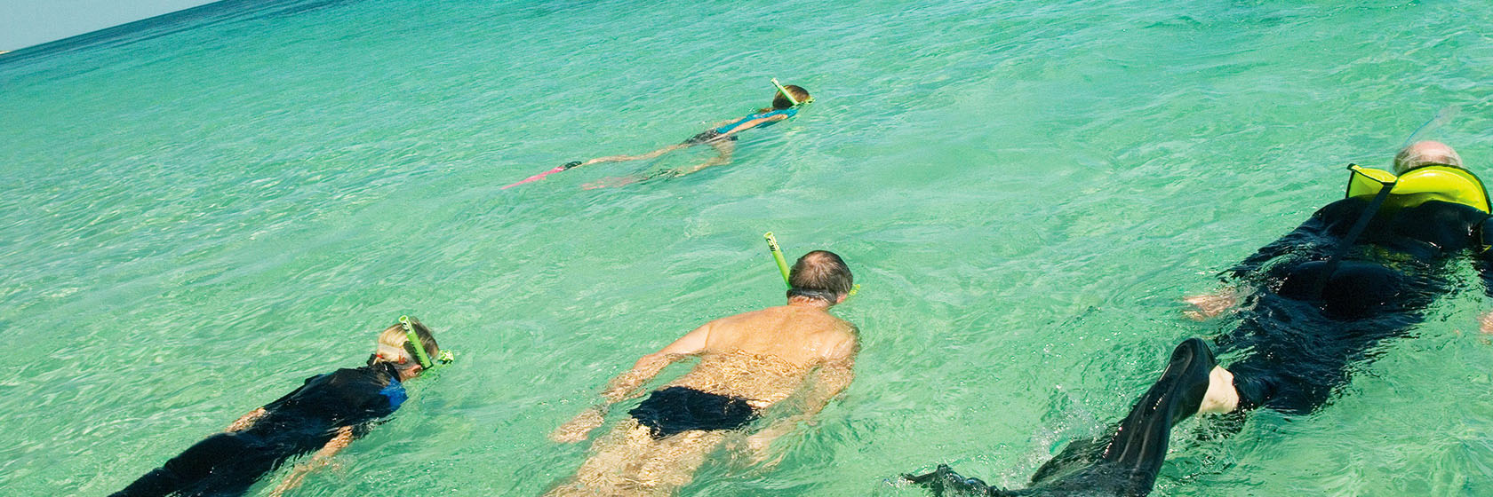 pristine-waters-of-ningaloo-reef-snorkelling