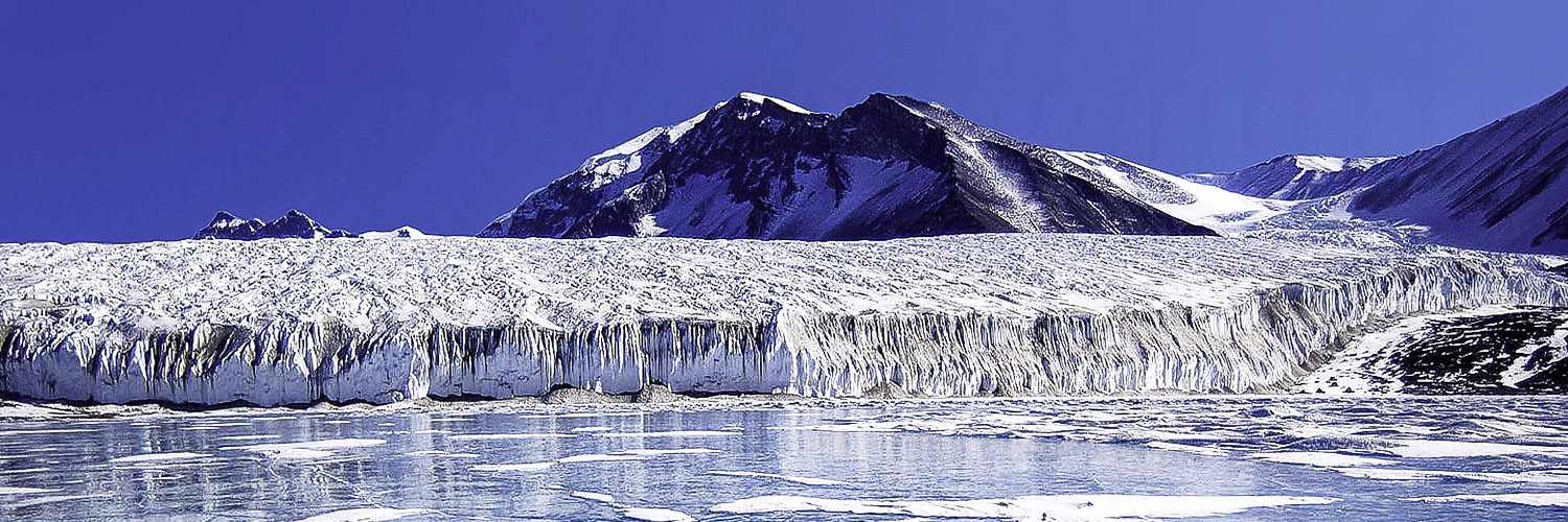 lake-fryxell-in-the-transantarctic-mountains-antarctica