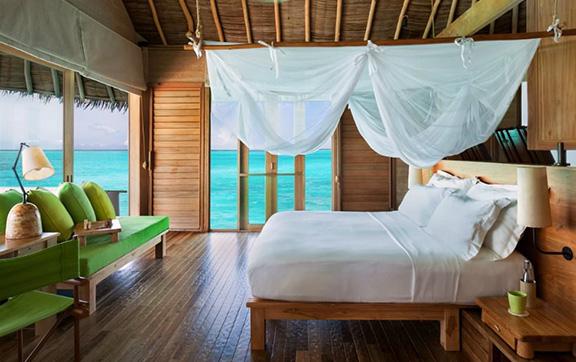 six_senses_laamu_water-villa-with-pool-interior
